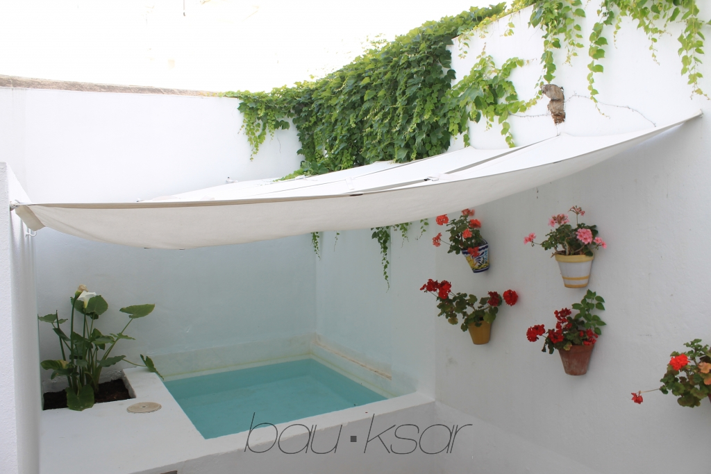Apartamento con patio y piscina for Patios con piscina