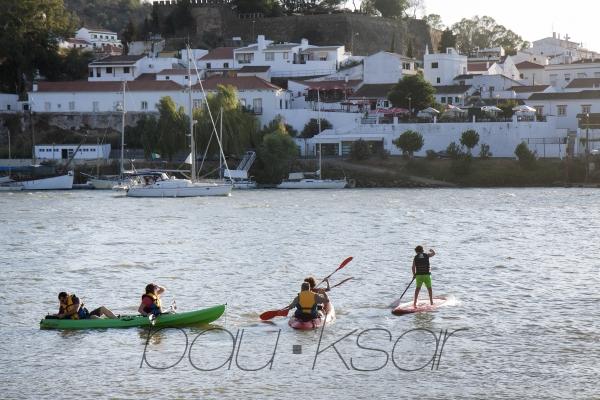 Playa fluvial Minas de Sto. Domingo. Portugal Casas Puerto de la Laja. Bajo Guadiana. Huelva. España